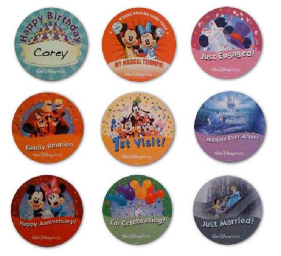 Broches disponíveis no Guest Relations dos parques Disney